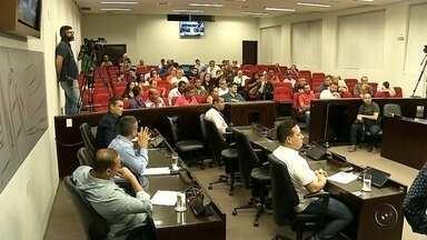 Moradores de Araçatuba discutem aumento do IPTU com vereadores em audiência pública - Moradores de Araçatuba discutem aumento do IPTU com vereadores em audiência pública. Prefeitura quer aumentar valor em 20% para o ano que vem.