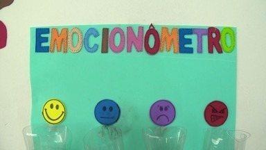 Escola pública da Serra, ES, instala 'emocionômetro' para medir sentimentos de alunos - Especialistas dizem que quem passa os dias felizes rende mais na escola.