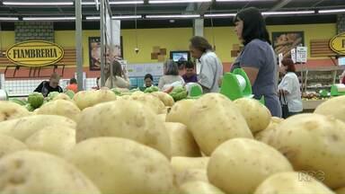 Batata foi um dos produtos da cesta básica com maior alta em Ponta Grossa - Valor da batata registrou aumento de quase 68%, já a carne apresentou queda de pouco mais de 8%