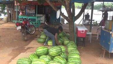 Comunidade do Cassiporé, em Oiapoque, sedia o 3º Festival da Melancia - Reportagem mostra dificuldades do agricultor ao plantar, colher e transportar o produto para o mercado de vendas na cidade.