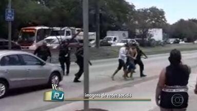 Três bandidos sem algemas fogem de camburão na zona oeste do Rio pouco depois da prisão - Dois foram recapturados