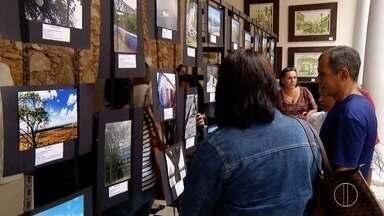 Mostra fotográfica e exposição de pinturas são realizadas por alunos de de Campos - Assista a seguir