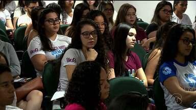 Estudantes se preparam para segunda etapa do Enem - Neste domingo os alunos resolvem questões de exatas