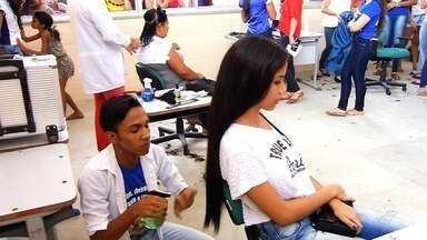Alunos de Missão Velha doam cabelos para projetos sociais - Todas as mechas vão virar perucas para serem doadas a pessoas com câncer