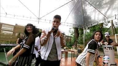 Carlinhos Brown apresenta o 'Eletrotimba' - O grupo com influências da língua espanhola e vocalista dominicano canta um reggaeton de primeira qualidade