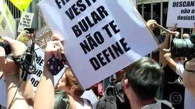 Gaúchos decidem criar memes de candidatos atrasados para o Enem - Na contramão de quem se diverte com o sufoco alheio, teve motorista de ônibus de São Paulo que mudou trajeto para dar carona a estudantes atrasados.