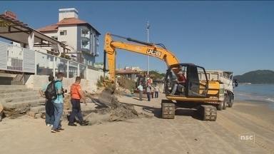 Começa a recuperação das praias atingidas pela ressaca em Florianópolis - Começa a recuperação das praias atingidas pela ressaca em Florianópolis