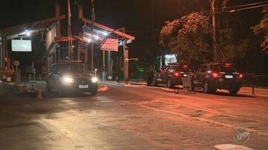 Mulher é baleada em tentativa de assalto dentro de condomínio em distrito de Campinas - Ninguém foi preso, segundo a Polícia Militar; vítima segue internada.