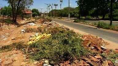 Polulação sofre com o acúmulo de lixo nas vias públicas de Juazeiro do Norte - Saiba mais em g1.com.br/ce