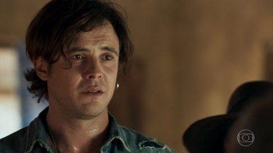 Gael pede para Clara voltar para casa com ele - Josafá aponta arma para ele e situação fica tensa