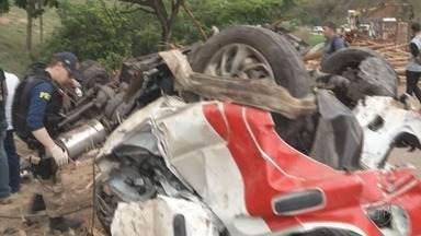Cinco pessoas morrem em acidente na BR-116 em Teófilo Otoni (MG) - Cinco pessoas morrem em acidente na BR-116 em Teófilo Otoni (MG)