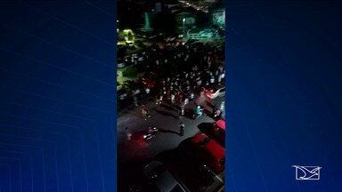 Bandidos invadem faculdade em São Luís para assaltar e causam pânico nos estudantes - Bandidos invadem faculdade em São Luís para assaltar e causam pânico nos estudantes. Um policial, que é estudante, foi atingido em uma troca de tiros dentro da faculdade.