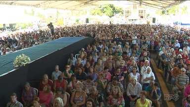 Milhares de fiéis participam de celebração no dia de Nossa Senhora do Rocio - A programação da festa continua até domingo (19).