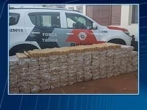 Blitz apreende carro furtado repleto de tabletes de maconha - Polícia Militar realizou o flagrante em Paulicéia.