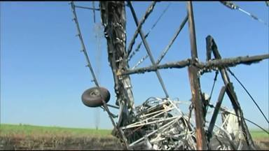 Piloto morto após queda de avião no interior de SP é enterrado em Lago da Confusão - Piloto morto após queda de avião no interior de SP é enterrado em Lago da Confusão