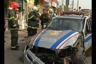 Uma viatura da policia sofreu um acidente na linha do BRT - Os dois militares que estavam dentro da viatura passaram por atendimento médico.