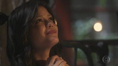 Maria Vitória pensa em Mariana - Lucinda faz planos sobre seu vestido de noiva