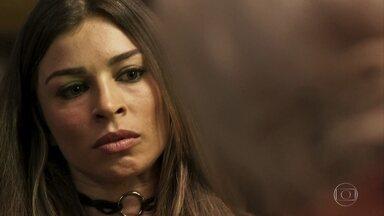 Lívia se assusta com previsão de Mercedes - Mística diz ver aura escura em torno da irmã de Gael