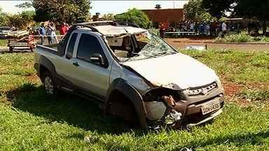 Motorista é preso após matar ciclista atropelado em Itumbiara - Segundo testemunhas, condutor estava em alta velocidade. Veículo chegou a capotar após acidente.