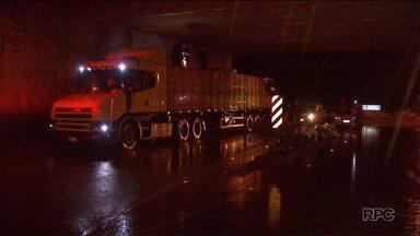 Polícia apreende mais de uma tonelada de maconha em carreta - A apreensão foi em Foz do Iguaçu, próximo a BR-277.
