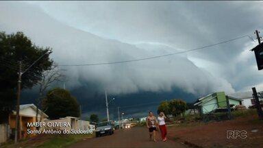 Temporais atingem o Paraná e provocam alagamentos - A chuva continua ao longo do sábado.