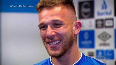 Volante do Grêmio, Arthur é um dos jogadores mais comentados nas redes sociais - Jogador comenta sobre o carinho dos fãs e os elogios até dos rivais.