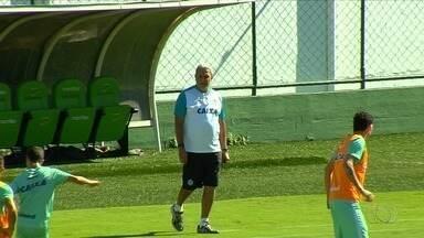 Livre do rebaixamento, Goiás recebe o Internacional - Com empate do Luverdense, time esmeraldino não corre mais riscos de queda.