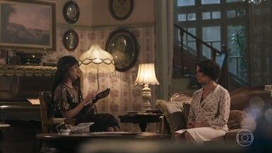 Emília desconfia quando Vicente procura Lucinda - A tia tenta descobrir o que a sobrinha conversa com o rapaz
