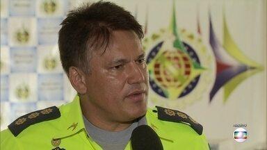 PMs suspeitos de extorsão em contratos têm prisão prorrogada - A Justiça manteve, neste sábado (18), a prisão dos agentes envolvidos em denúncias de extorsão na hora de fechar contratos da Polícia Militar.