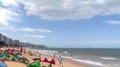 Vila Velha, ES, recebe competição de kitesurf - Atletas fazem um verdadeiro show no mar e no céu. Evento aconteceu em Itaparica.