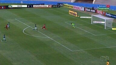 Goiás perde para o Inter no Serra Dourada - Jogo foi marcado por lambança da arbitragem.