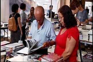 Festival Literário de Araxá reúne escritores e atrai leitores de diversas partes de MG - Mais de 25 mil pessoas participaram do 'Fliaraxá', que também contou com a presença do Ministro da Cultura.