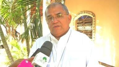 Bispo Diocessano visita casa que acolhe moradores de rua em Juazeiro do Norte - Saiba mais em g1.com.br/ce