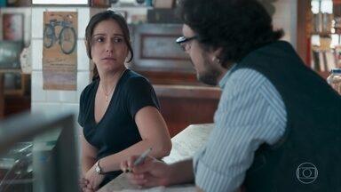 Josefina se preocupa com Benê - Roney se inspira para compor
