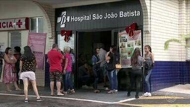 Vítimas seguem internadas após acidente com ônibus na Dutra em Paracambi, RJ - São três mulheres que estão em observação no Hospital São João Batista, em Volta Redonda, para onde cinco feridos foram encaminhados após o acidente. Acidente no domingo deixou três mortos.