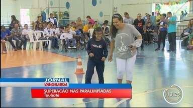 Mais de 500 estudantes estão participando da paralimpíada em Taubaté - Eles dão show de superação.
