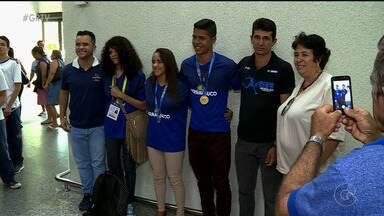 Estudantes de Petrolina que disputaram os Jogos Escolares da Juventude trazem medalhas - Eles chegaram à Petrolina na tarde desta segunda-feira