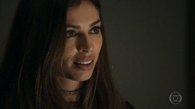 Sophia combina com Lívia seu plano de dopar Clara - Lívia gosta do plano de Sophia