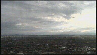 Previsão de céu nublado nesta terça-feira (21) na região de Ribeirão Preto - Tempo deve ficar abafado e termômetros podem marcar até 28°C.