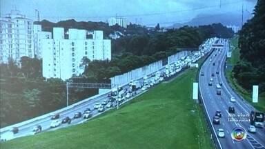 Veja o trânsito nas rodovias do sistema Anhanguera-Bandeirantes nesta 3ª feira em Jundiaí - Depois do feriado em várias cidades do estado, junto com o fim de semana, é hora de voltar a rotina diária. Veja como está as rodovias do sistema Anhanguera-Bandeirantes com Rafael Fachim.