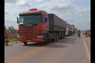 Após oito horas manifestantes liberam a rodovia Belém-Brasília - A manifestação para cobrar agilidade na regularização de terras causou transtornos e muita reclamação.