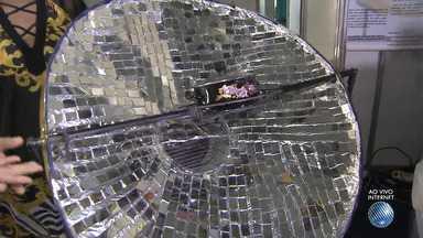 Estudantes da rede estadual participam de feira estudantil na Fonte Nova, em Salvador - Um dos destaques é um projeto de fogão solar feito com papel laminado e espelhos; conheça.