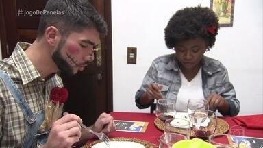 Lilian serve a sobremesa no 'Jogo de Panelas' - Vendedora diz que fez sua galega doce duas vezes sem sucesso antes de encontrar o ponto certo da sobremesa