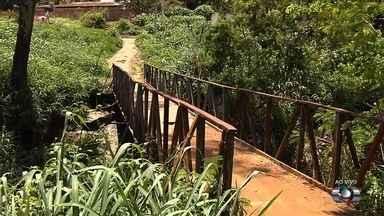 Moradores cobram reparos em ponte no Setor Colinas de Homero, em Aparecida de Goiânia - Local é usado por moradores e motociclistas, e está ameaçando desabar.