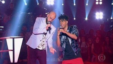 """Juliano Barreto e Vinicius D'Black cantam """"Sir Duke"""" - Dupla se enfrentou com música de Stevie Wonder e impressionou técnicos e plateia"""