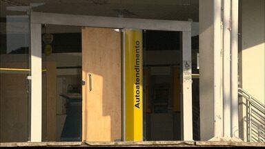 Moradores e comerciantes de Ingá sofrem com fechamento da única agência bancária da cidade - Comerciantes reclamam na queda do movimento e no prejuízo.