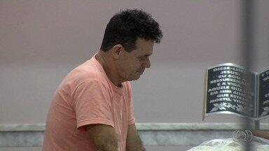 Pai se revolta por buraco ter causado a morte de policial civil, em Goiânia - O acidente aconteceu na noite de terça-feira (21).