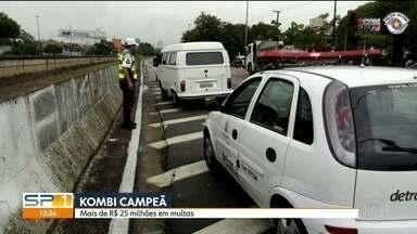 Kombi com mais de R$ 25 milhões em multas é apreendida na Zona Leste - Ao todo, o veículo tinha mais de 2,2 mil multas.