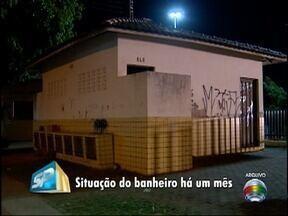 Usuários do Parque do Povo reclamam de condições de banheiro público - Prefeitura de Presidente Prudente informou que local é alvo constante de vandalismo.