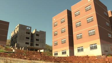 Obras do conjunto habitacional do Jamille Dequech vão atrasar - O residencial Villagio Alegro está com obras atrasadas. A entrega estava prevista para setembro, mas a Cohab acredita que só vai ser possível entregar em 2018.